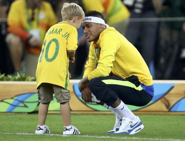 No už jsem se bál, že to zase zpackáš. Malý Davi Lucca s tátou Neymarem, brazilským hrdinou.