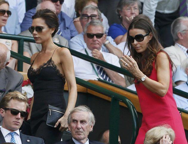 Finále wimbledonské dvouhry mužů si nenechala ujít ani manželka fotbalisty Davida Beckhama Victoria (vlevo).