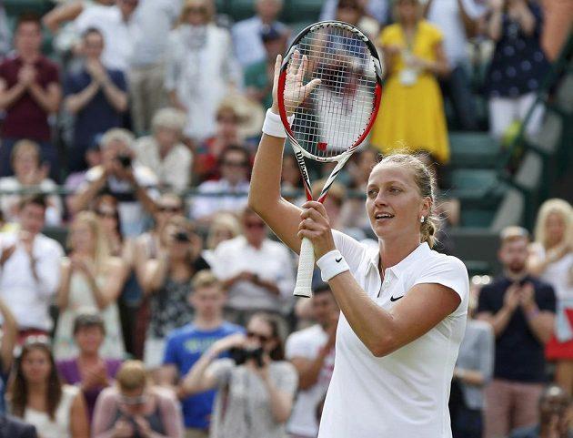 Tenistka Petra Kvitová slaví výhru nad Němkou Monou Barthelovou.