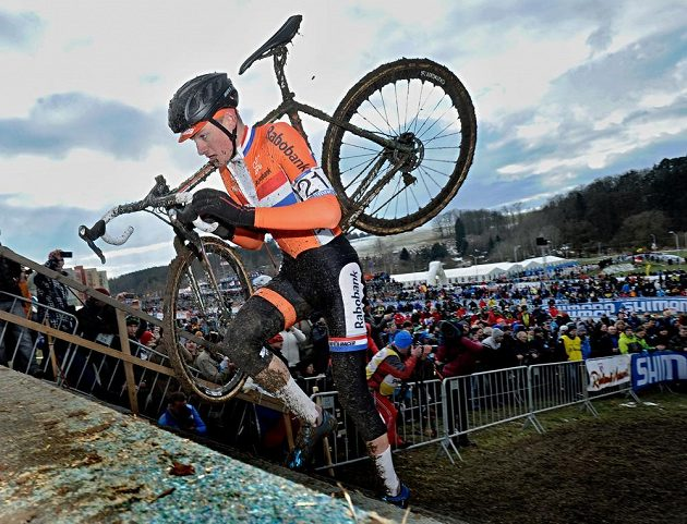 Nizozemský cyklokrosař Mathieu van der Poel na trati v Táboře.