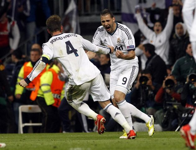 Karim Benzema (vpravo) se raduje ze své trefy v odvetě semifinále Ligy mistrů proti Dortmundu.