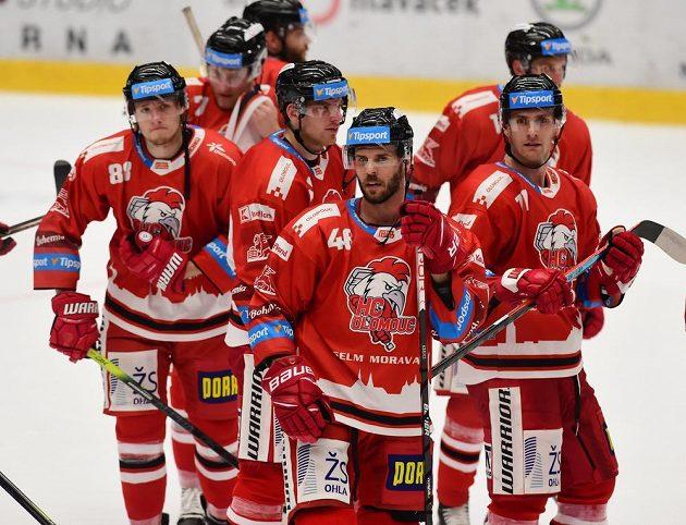 David Krejčí z Olomouce (uprostřed) vyhlášen nejlepším hráčem domácích.