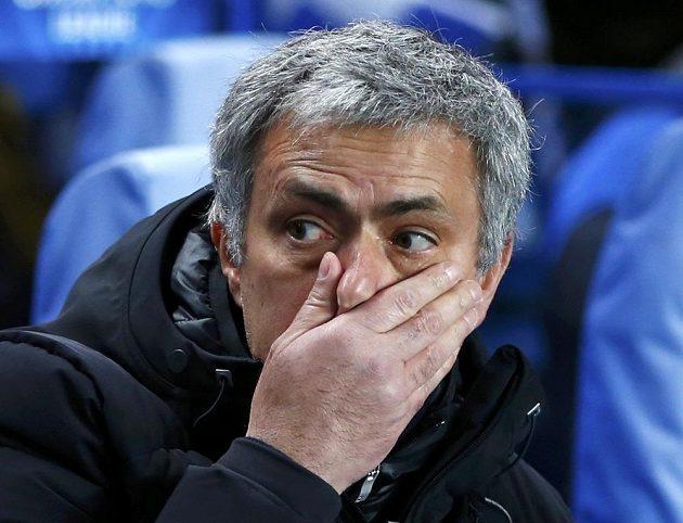 Kouč Chelsea Jose Mourinho v utkání osmifinále Ligy mistrů proti Galatasarayi.