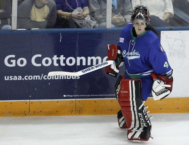Shannon Szabadosová se směle pustila na led s muži.