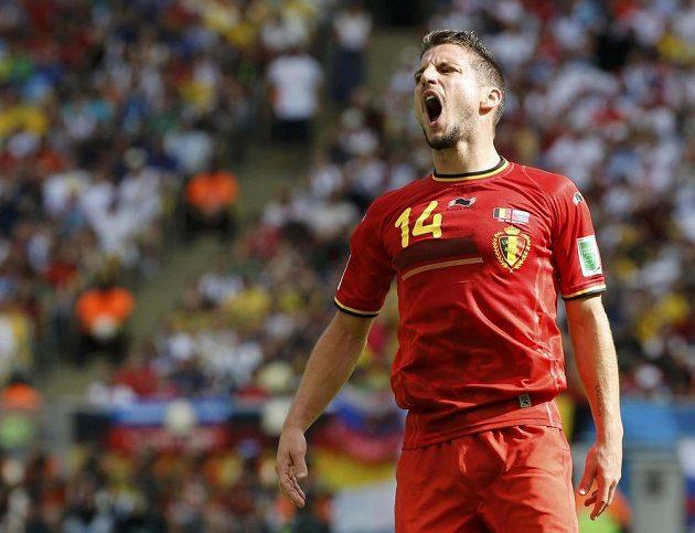 Belgičan Dries Mertens se zlobí poté, co neproměnil šanci proti Rusku.