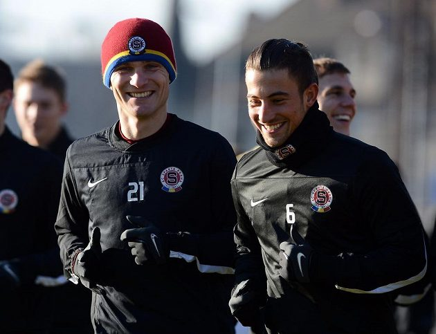 Útočník David Lafata (vlevo) a záložník Lukáš Vácha při tréninku v rámci zimní přípravy prvoligového týmu Sparty.
