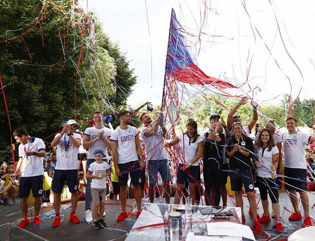Čeští olympionici a medailisté z Olympijských her v Tokiu 2021 přišli pozdravit diváky do Olympijského festivalu.