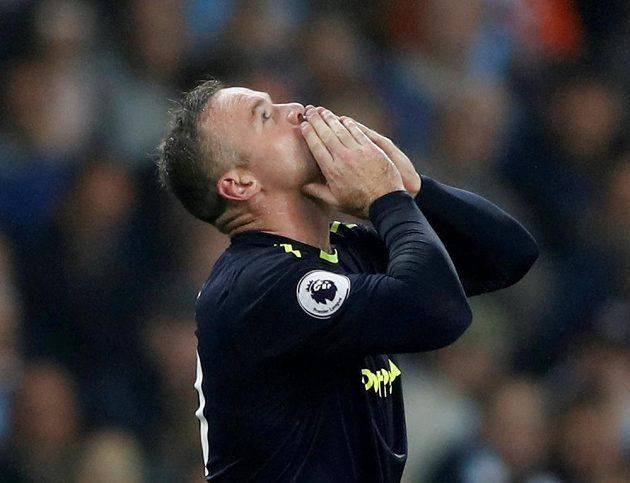 Wayne Rooney vstřelil vedoucí gól Evertonu na hřišti Manchesteru City v utkání Premier League.