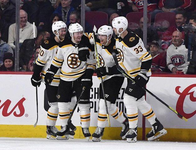 Hokejisté Bostonu se radují z branky