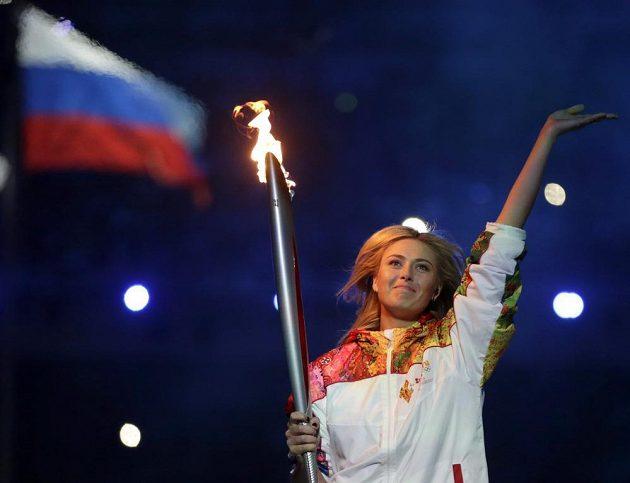 Slavná ruská tenistka Maria Šarapovová si vychutnala část běhu s olympijskou pochodní přímo na stadiónu v Soči.