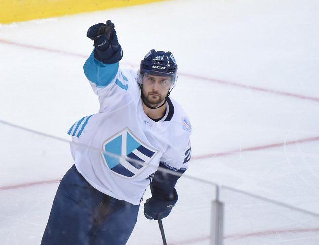 Slovák Tomáš Tatar se raduje z jediného gólu Výběru Evropy v úvodním finále.