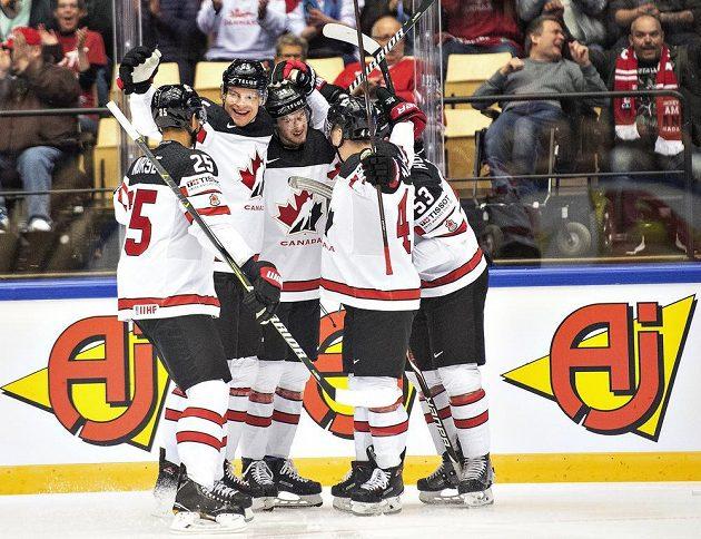 Kanaďané se radují, první gól MS dal Pierre-Luc Dubois při zápase s USA.