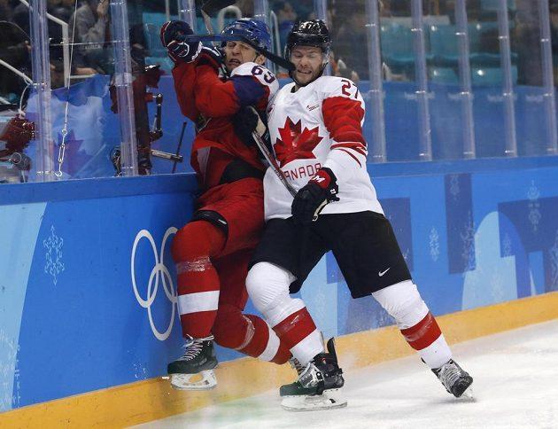 Lukáš Radil poznal sílu Kanady, na plexi ho natlačil Cody Goloubef.