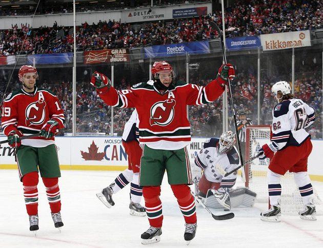 Patrik Eliáš se raduje z gólu v utkání proti New Yorku Rangers.