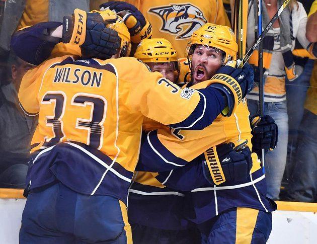 Radost hokejistů Nashvillu po první vstřelené brance.