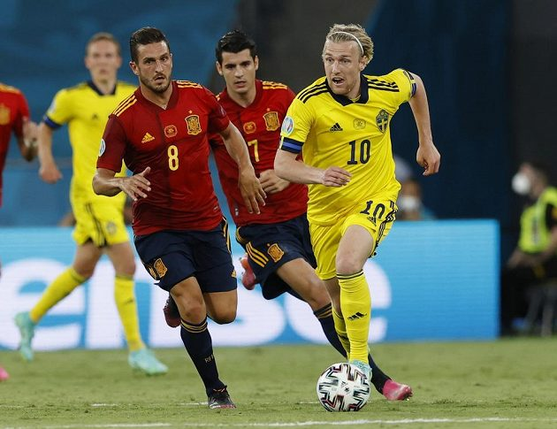 Emil Forsberg in a duel with Kok