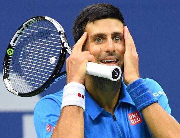 Srbský tenista občas nechápal údery svého protivníka.