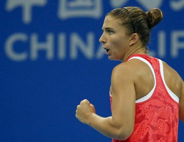 Italská tenistka Sara Erraniová v zápase proti Češce Petře Kvitové na turnaji v čínském Pekingu.