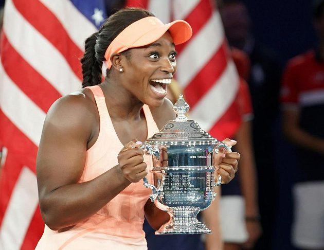 Sloane Stephensová s trofejí po triumfu na US Open.