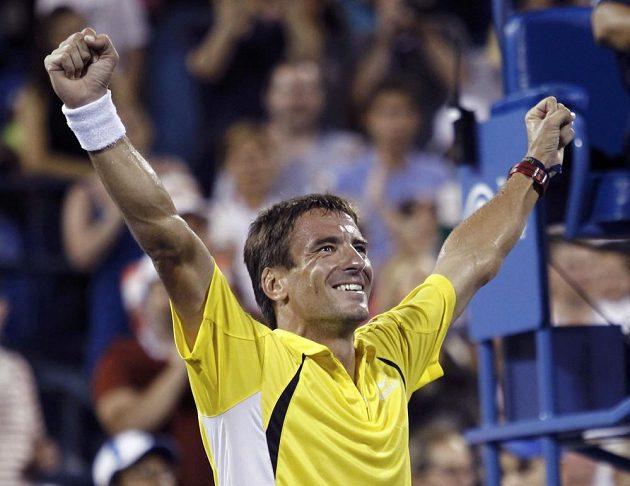 Tommy Robredo má důvod k radosti. Vyřadil Rogera Federera.