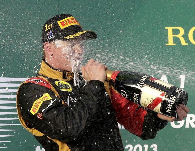 Räikkönen si užívá triumfu v úvodním závodu sezóny na Velké ceně Austrálie.