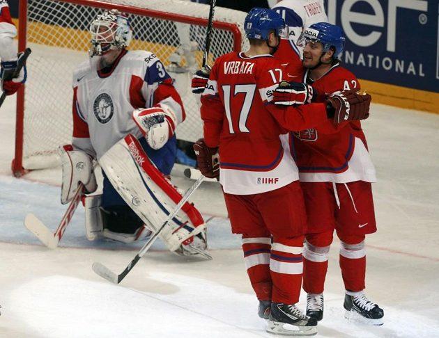 Radim Vrbata (17) a jeho spoluhráč Petr Koukal slaví gól proti Norsku.