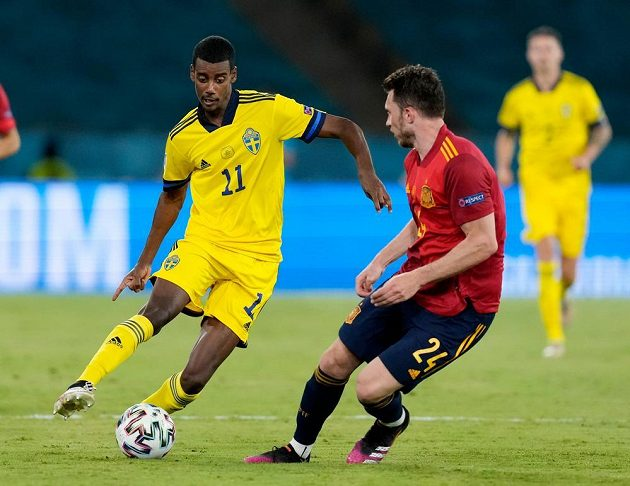 Alexander Isak (left) looks for a way to the goal of Spain