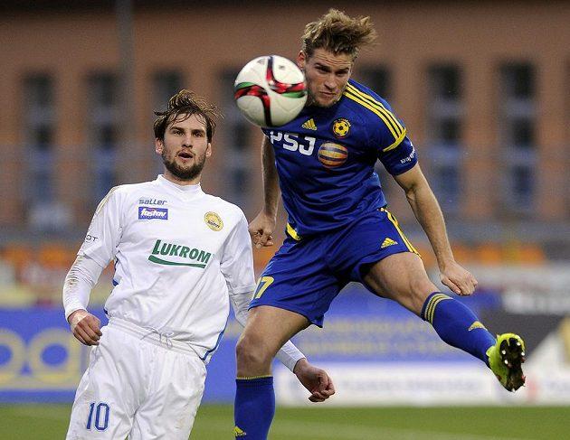 Zleva Tomáš Poznar ze Zlína a jihlavský fotbalista Petr Tlustý.