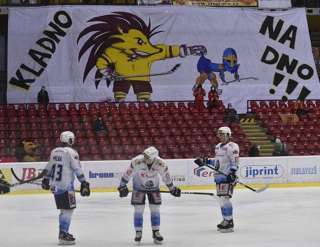 Ze zápasu Jihlava - Kladno. V pozadí kreslené choreo jihlavských fanoušků.