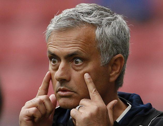 S vykulenýma očima sledoval José Mourinho některé akce svých nových svěřenců při zápasové premiéře na lavičce Manchesteru United na hřišti Wiganu.