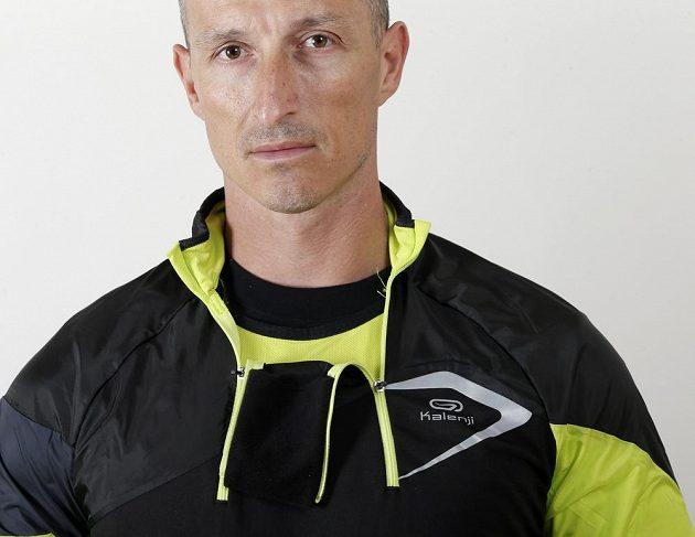 Běžecká mikina Kiprun Evolutiv Kalenji. Detail dvou zipů u krku.