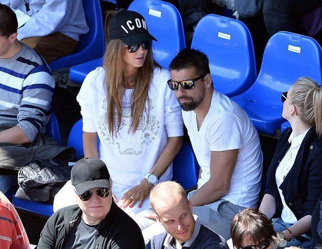 Fotbalista Milan Baroš v hledišti Prague Open sledoval výkony Lucie Šafářové a Karolíny Plíškové.
