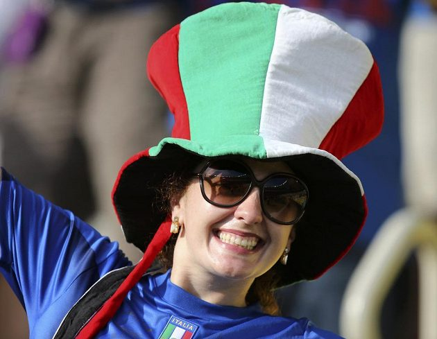 Rozesmátá italská fanynka