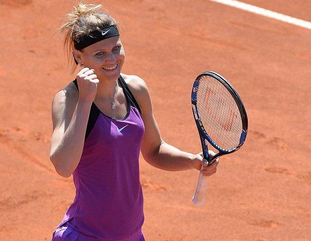 Obrovská radost Lucie Šafářové z výhry nad krajankou Karolínou Plíškovou v semifinále pražského turnaje.