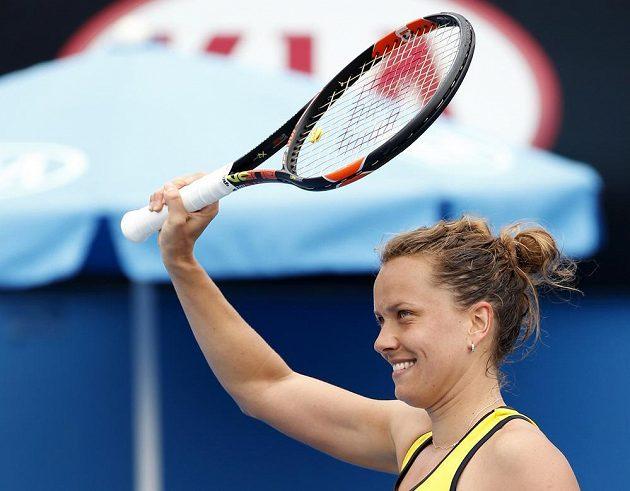 Česká tenistka Barbora Strýcová slaví postup do třetího kola Australian Open.