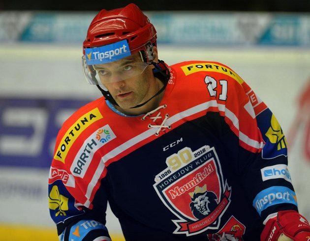 Útočník Mountfieldu Jaroslav Kudrna v utkání proti Chomutovu nastoupil k 800. extraligovému duelu