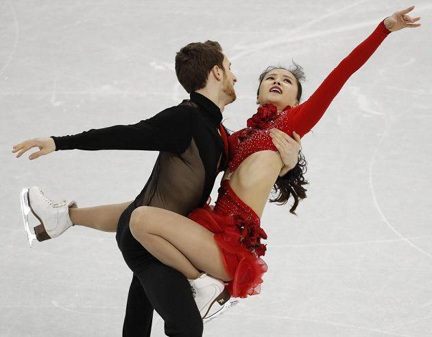 Korejští tanečníci Min Ju-ra a Alexander Gamelin při krátkém programu týmové soutěže.