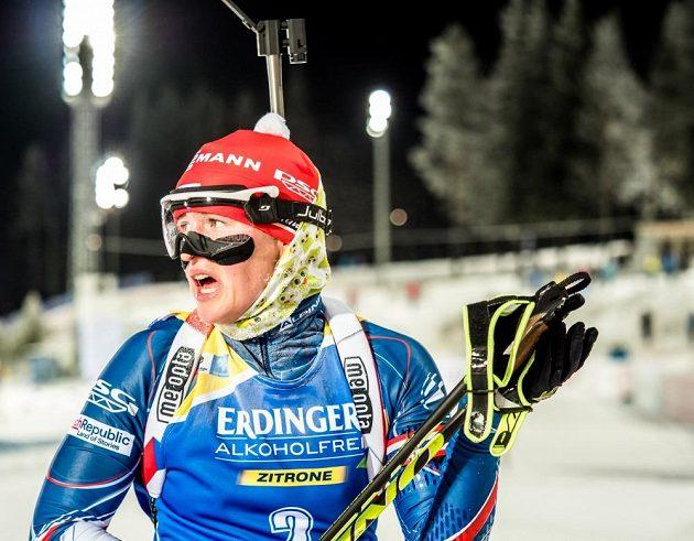 Veronika Vítková po dojezdu do cíle vytrvalostního závodu v Östersundu.