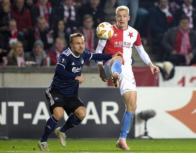 Kodaňský Pierre Bengtsson (vlevo) v souboji s Michalem Frydrychem ze Slavie ve 4. kole Evropské ligy.
