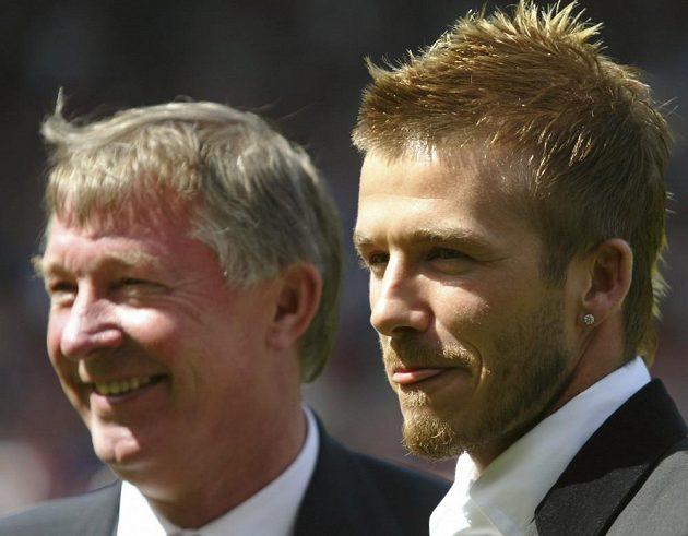 David Beckham (vpravo) na archivním snímku s koučem Manchesteru United Sirem Alexem Fergusonem.