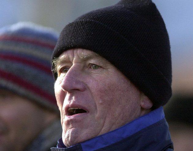 Ve věku 76 let zemřel bývalý útočník Jozef Adamec, legenda slovenského fotbalu a stříbrný medailista z mistrovství světa 1962 v Chile. (na archivním snímku z 8. února 2004 v roli trenéra Slovanu Bratislava).