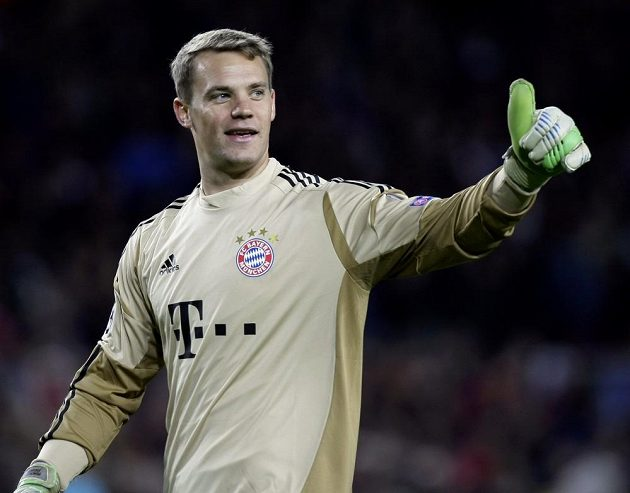 Radost Manuela Neuera. Brankář Bayernu ani v jednom ze semifinálových utkání Ligy mistrů proti Barceloně neinkasoval.
