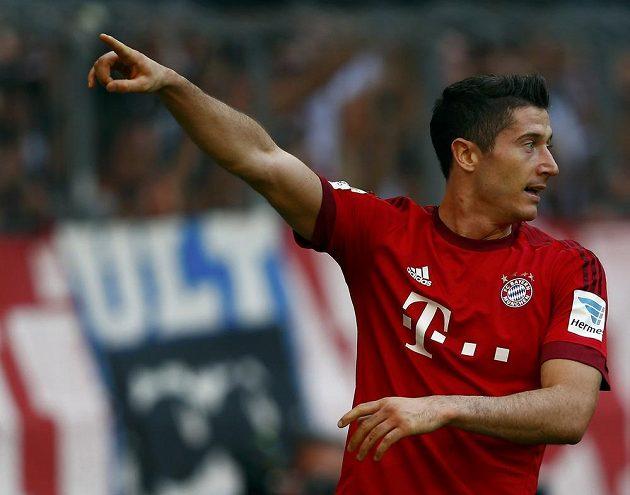 Útočník Bayernu Mnichov Robert Lewandowski se v zápase s Augsburgem jednou zapsal do střelecké listiny.