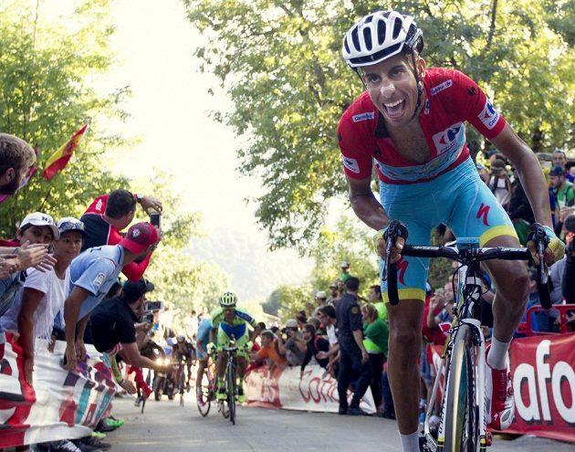Fabio Aru z Itálie na trati 16. etapy Vuelty.
