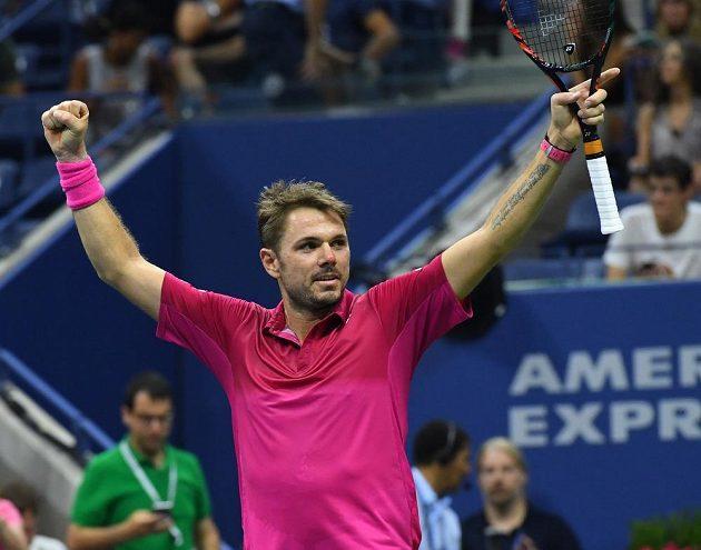 Vítězné gesto Stana Wawrinky po vítězném semifinále na US Open.