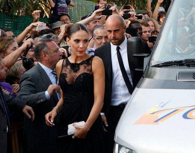 Přijel i brankář Liverpoolu Pepe Reina se svou ženou.