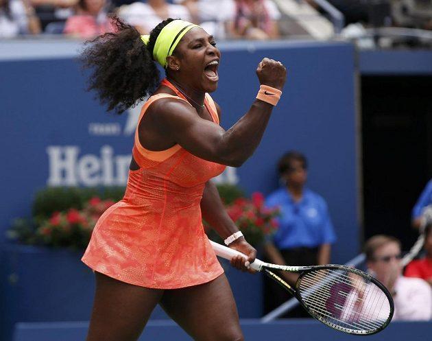 Chvíle jen dočasné radosti Američanky Sereny Williamsové v semifinále US Open s Italkou Robertou Vinciovou.