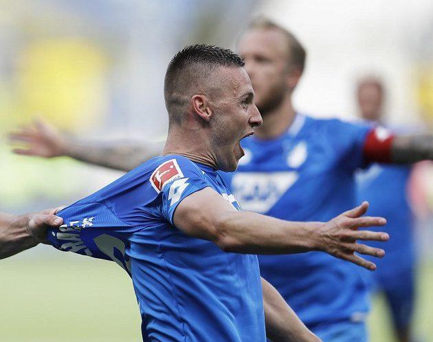 Český fotbalista Pavel Kadeřábek přispěl gólem k výhře fotbalistů Hoffenheimu 3:1 nad Dortmundem. Jeho klub si zahraje v další sezóně Ligu mistrů.