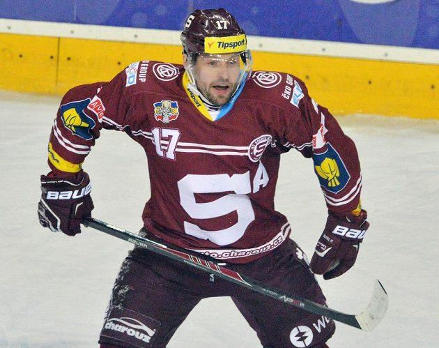 Jaroslav Hlinka ze Sparty se raduje ze svého druhého gólu proti Třinci.