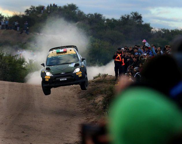 Ital Lorenzo Bertelli s Fordem Fiesta WRC trati Rallye Argentina 2015.